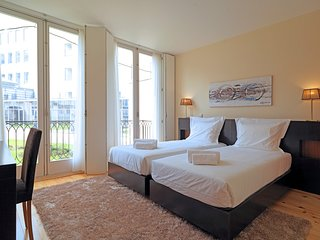 Spacious apartment in the center of Porto with Internet, Balcony
