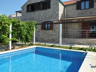 Spacious villa in the center of Povlja with Parking, Internet, Washing machine,