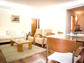 Spacious apartment close to the center of Câmara De Lobos with Parking, Internet