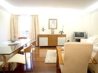 Spacious apartment close to the center of Camara De Lobos with Parking, Internet