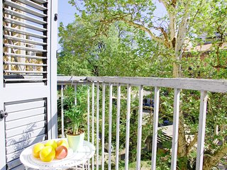 Spacious apartment very close to the centre of Pula with Parking, Internet, Wash
