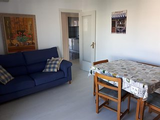 Spacious apartment very close to the centre of Salou with Lift, Washing machine,