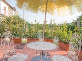 Spacious apartment in the center of Borgo A Buggiano with Parking, Internet, Was