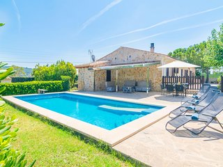 Spacious villa close to the center of Manacor with Parking, Internet, Washing ma