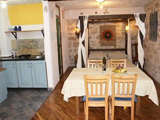 Cosy studio in the center of Betina with Parking, Internet, Air conditioning, Te