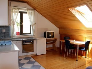 Cozy apartment in the center of Zaton with Parking, Internet, Air conditioning,