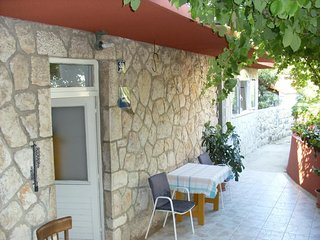 Cozy room in the center of Zaton with Parking, Internet, Air conditioning, Terra