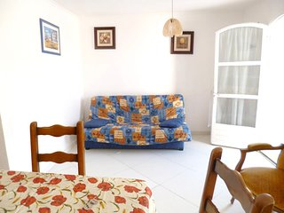 Cozy apartment very close to the centre of Le Muy with Parking, Internet, Washin