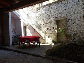 Cozy house in the center of Noves with Parking, Internet, Washing machine, Air c