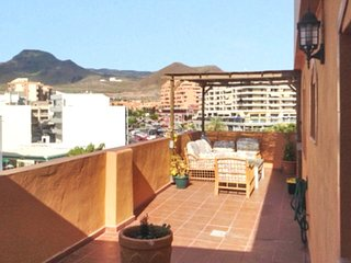 Spacious apartment a short walk away (286 m) from the 'Playa los Cristianos' in