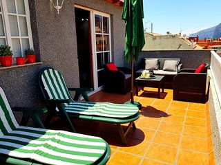 Spacious apartment in Santiago del Teide with Lift, Parking, Internet, Washing m