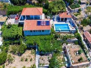 Spacious villa in the center of Zavrelje with Parking, Internet, Washing machine