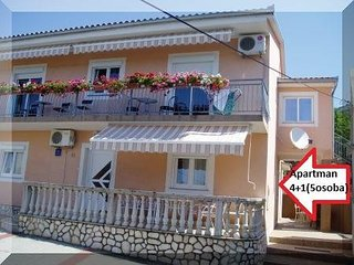 Cozy apartment in the center of Senj with Parking, Internet, Air conditioning, B