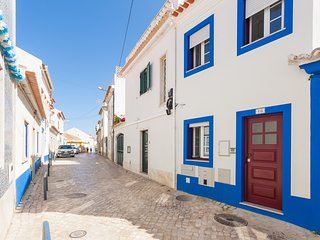 Spacious apartment very close to the centre of Ericeira with Internet, Balcony,