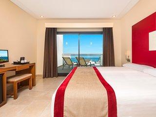 Stunning 1 bedroom apartment in a luxury beachfront Resort.