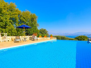 Helona: Villa Estate, heated pool, stunning views, A/C
