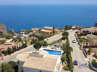 luxury seaview 5 bedroom 5 bathroom villa. Great location near beach and bars