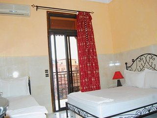 Spacious apartment very close to the centre of Marrakesh with Internet, Air cond