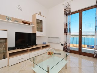 VLADO 1 apartment with 3 bedrooms (6+2 persons), 70m from the beach in MASTRINKA