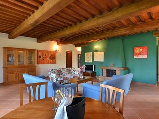 Spacious house in the center of Bucine with Parking, Internet, Air conditioning,