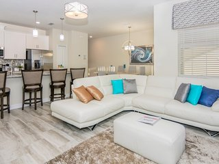 Enjoy Orlando With Us - Storey Lake Resort - Beautiful Contemporary 4 Beds 3