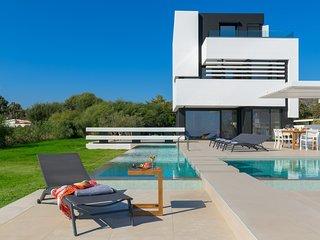 Royal Albatross Beach Front Villa