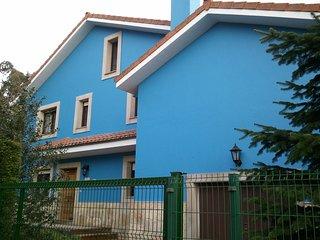 Casa con jardín en Celorio