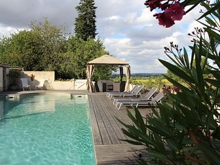 Family Friendly Holiday Home with Pool & Garden in rural setting