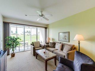 Greenlinks 3 bedroom, 1st floor condo with golf course views