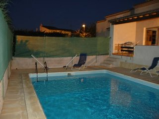 Spacious villa in the center of Agde with Parking, Washing machine, Air conditio