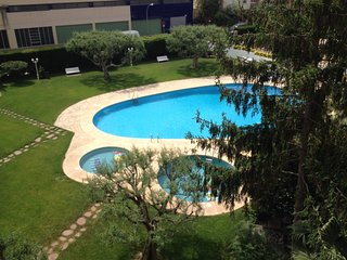 Apartment with parking + pool + 500m beach & station + playground