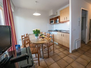 Cozy building very close to the centre of Ciboure with Parking, Pool, Balcony
