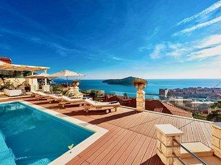 Villa Vega - Three Bedroom Villa with Swimming Pool