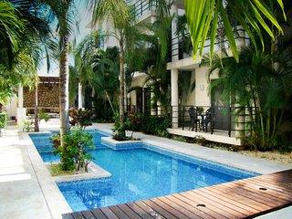 Aqua Terra 205 - bright, spacious 2 bedr, 2 bathr condo, lovely pool and grounds