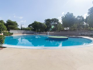 Spacious apartment a short walk away (376 m) from the 'Playa Larga' in Salou wit