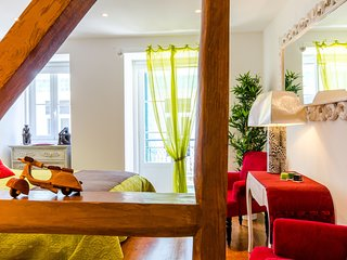 Cozy apartment in the center of Lisbon with Parking, Internet, Balcony