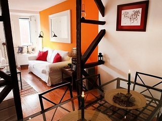 Spacious studio close to the center of Lisbon with Internet