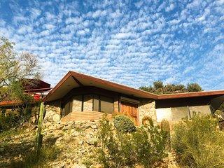 NEW-Phoenix Apartment w/Furnished Deck Near Hiking
