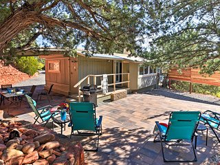 Sedona 'Stardust Hideaway' w/ Patio & Mtn Views!