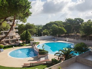 Spacious apartment a short walk away (374 m) from the 'Playa Larga' in Salou wit