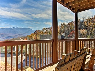 Gatlinburg Cabin w/ Hot Tub, Deck & Mtn. Views!