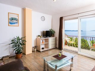 Guest House Fontana - Two Bedroom Apartment with Balcony and Sea View