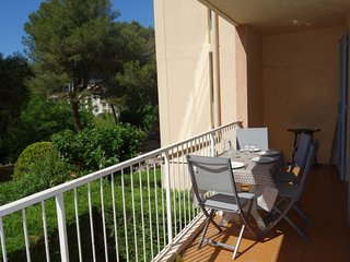 2 bedroom Apartment with Pool, WiFi and Walk to Beach & Shops - 5051589