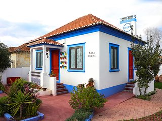 Spacious house in the center of Marinha Grande with Parking, Internet, Washing m