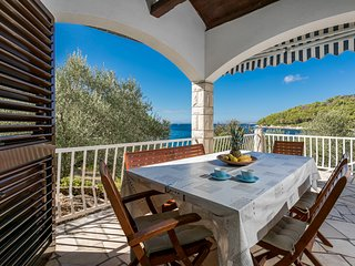 Villa- 20 m from the sea with spacious terrace