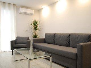 Spacious apartment a short walk away (455 m) from the 'Playa de Santa Amalia' in
