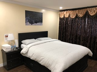 Beautiful private Bed Room near Hwy 401