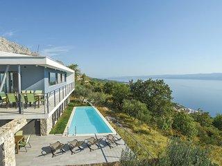 4 bedroom Villa in Jesenice, Splitsko-Dalmatinska Zupanija, Croatia : ref 554381