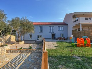 Four bedroom house Kolan (Pag) (K-16208)