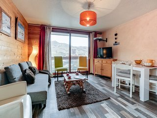 2 bedroom Apartment with Pool, WiFi and Walk to Shops - 5689216